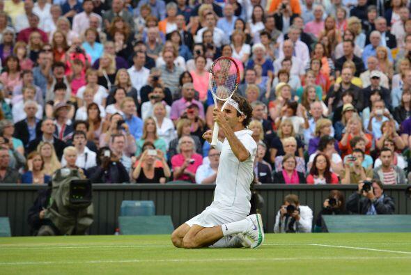 Por su parte, Federer le hizo el break en el quinto game con un brillant...