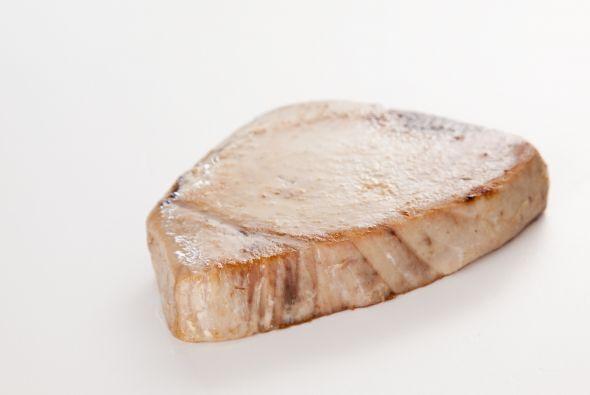 Plato fuerte: Atún con costra de ajonjolí Para preparar este plato fuert...