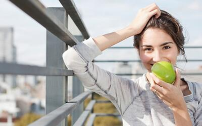 Conozca los beneficios que tiene la manzana para su vida sexual