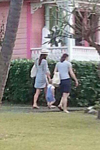 Aquí Kate Middleton junto al principito y su nana.