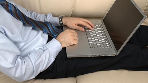 Usar el laptop sobre las piernas causa infertilidad en los hombres, ¿mit...