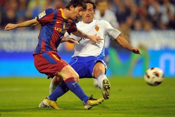 El primer gol fue obra de 'La  Pulga' con un toque suave ante la salida...