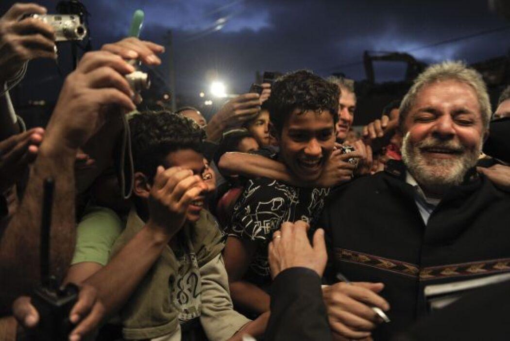 Entre aplausos y agradecimientos, el mandatario brasileño caminó entre l...