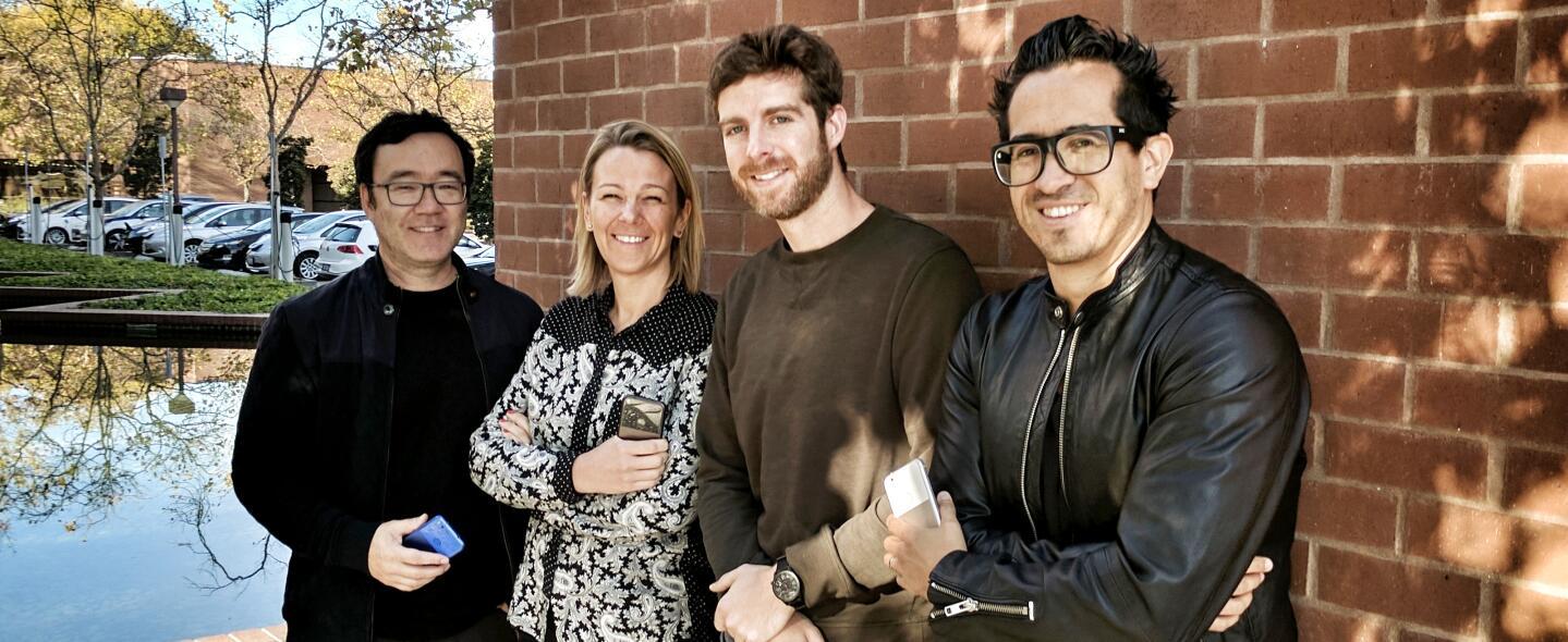 Villarreal –a la derecha– posa con sus colegas de diseño en una foto tom...