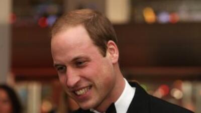 Una foto del príncipe William disfrazado de chica Bond en una fiesta est...