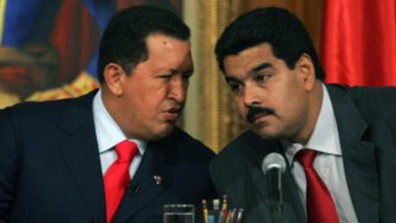 El expresidente Hugo Chávez con su ahora sucesor, Nicolás Maduro.