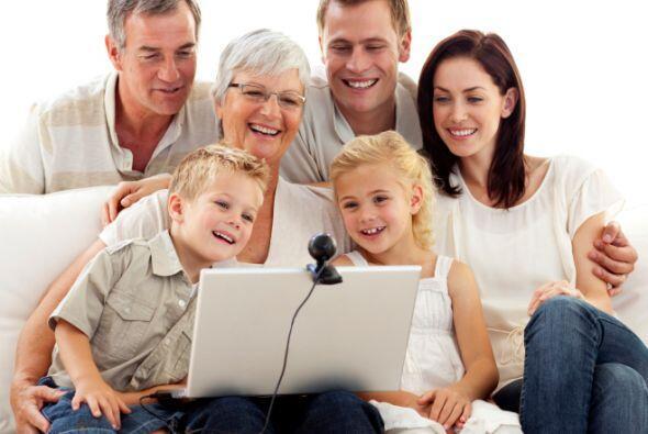 Aprovecha la tecnología y conéctate a través de un video-chat o tele co...
