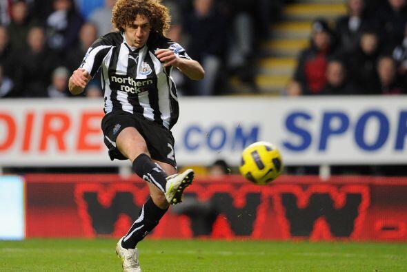 Newcastle comenzó ganando ante el Tottenham gracias a un tanto del defen...