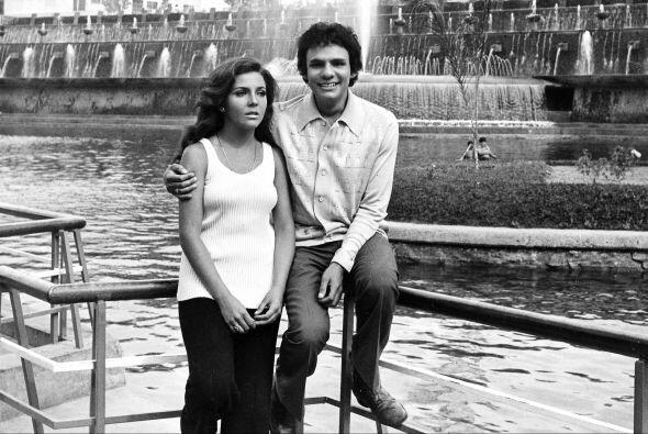 Verónica Castro y José José, el Príncipe de la Canción, alrededor de 197...