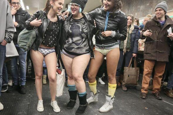 En Bélgica, decenas de jóvenes se unieron a la convocatoria y se animaro...
