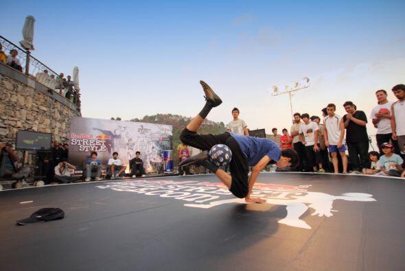 El escenario redondo donde se juega Street Style tiene un diámetr...