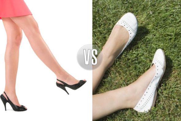 Elige zapatos abiertos de preferencia, por si tus pies se hinchan y trat...