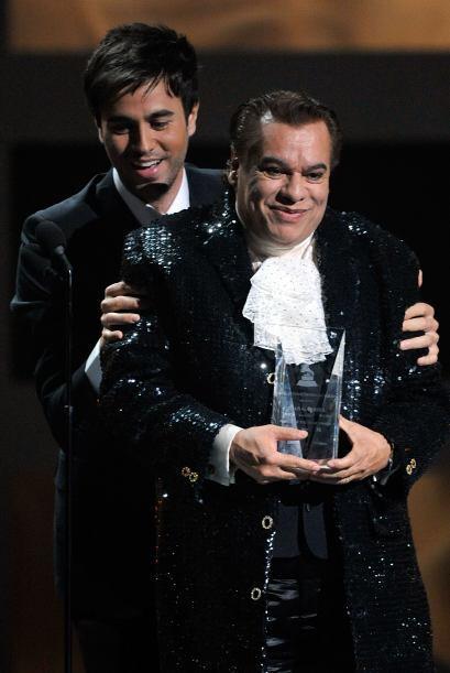 En ese entonces, tuvo el honor de entregar el premio a Persona del Año a...