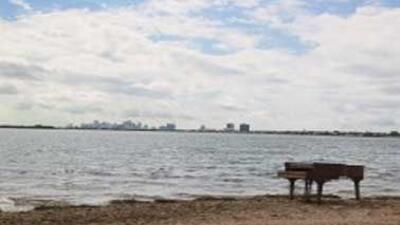 Un joven de 16 años explicó cómo llegó este piano a la Bahía de Biscayne.