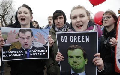 Miles de personas salieron a las calles de Rusia para protestar contra l...