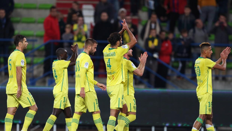 Los jugadores del Nantes celebra victoria ante Caen