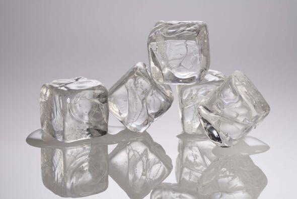 También 4 hielos y el toque final de 2 gajos de naranja para deco...