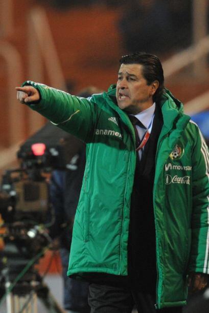 El técnico Luis Fernando Tena aumentaba su preocupación co...