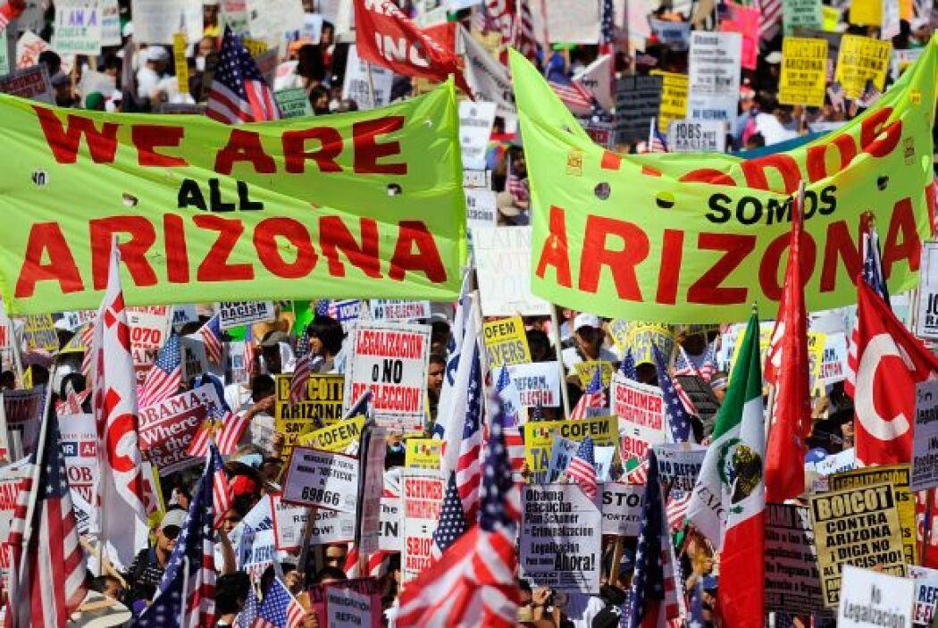 En Arizona, mientras el 29 de julio entró en vigor la ley SB1070, que cr...