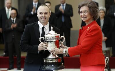 Andrés Iniesta al fin recibió un premio… al juego limpio