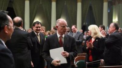 El gobernado de California Jerry Brown firmó el Acta de Confianza