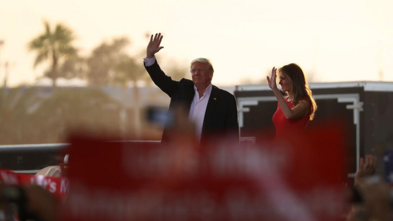 Los simpatizantes hispanos de Trump aprueban que el mandatario retome el...