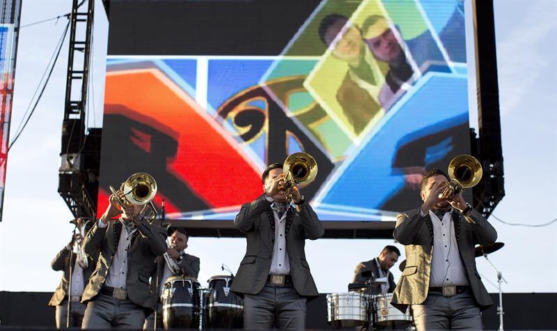 La Banda El Recodo incluyó lo mejor de su repertorio durante más de 90 m...