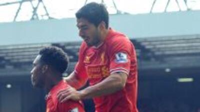 Daniel Sturridge y Luis Suárez, autores de dos de los goles del Liverpoo...
