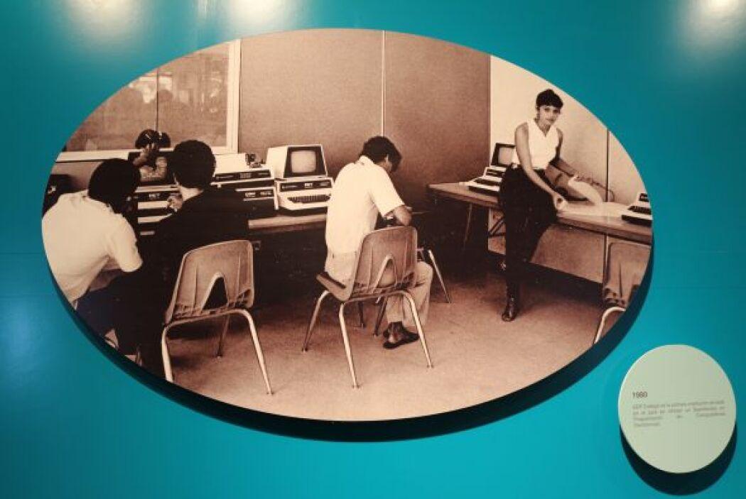 1980- EDP College es la primera institución privada en el País en ofrece...