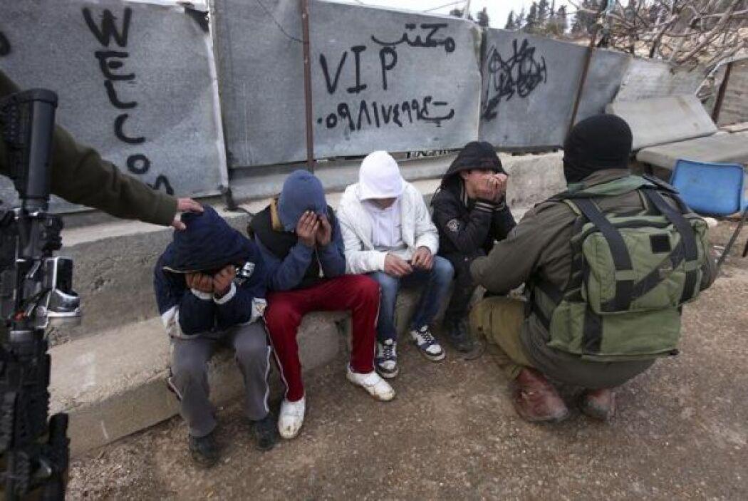 Los soldados les dejaron marchar tras hablar con ellos.