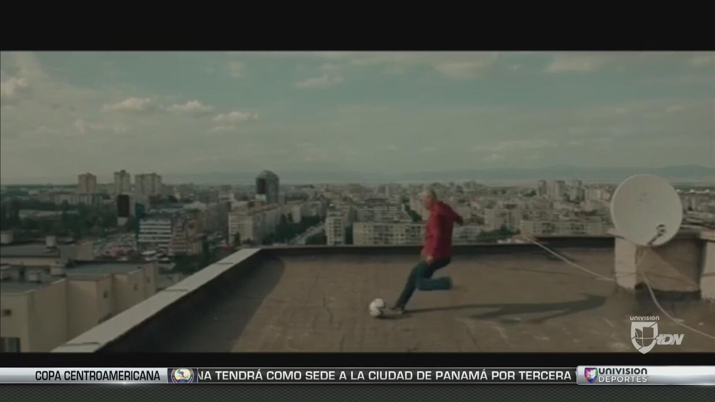 Hristo Stoitchkov le acierta a una manzana de edificio a edificio