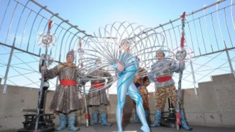 Artistas de Cirque du Soleil actúan en el Empire State.