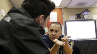 Dennis Caindec, maestro de la secundaria San Francisco International en SF.