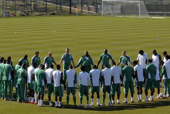 La selección de Nigeria reza en cada entrenamiento. Es un ritual...