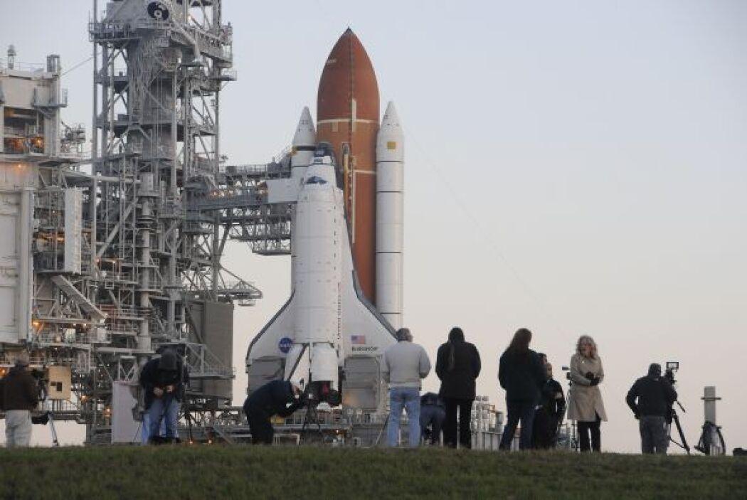 La NASA presentó la misión STS-134 que investigará los orígenes del univ...