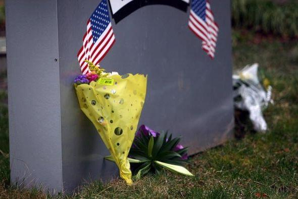 3 de abril de 2009.- Un hombre armado entra en un centro de atención a i...