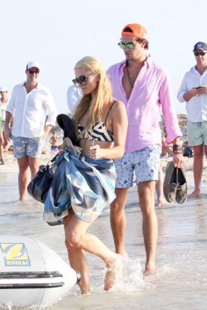 Tal parece que cuando Paris se va a Ibiza, su corazón mejora bastante bien.