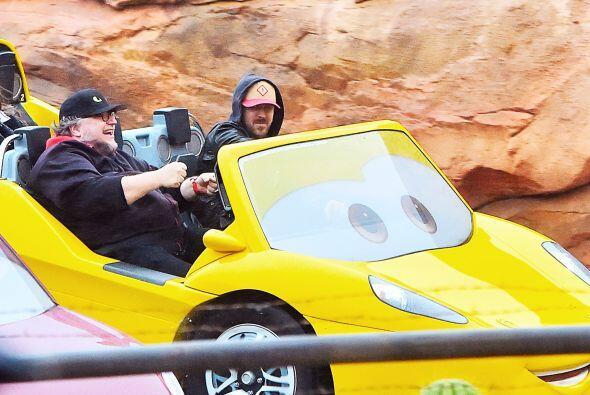 Ryan y el director de cine disfrutaron de un bonito día en Disneyland.
