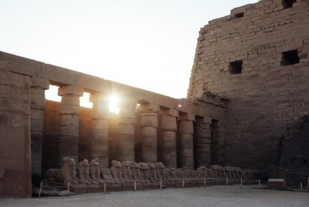El templo de Karnak está vacío. Este es uno de los sitios religiosos más...