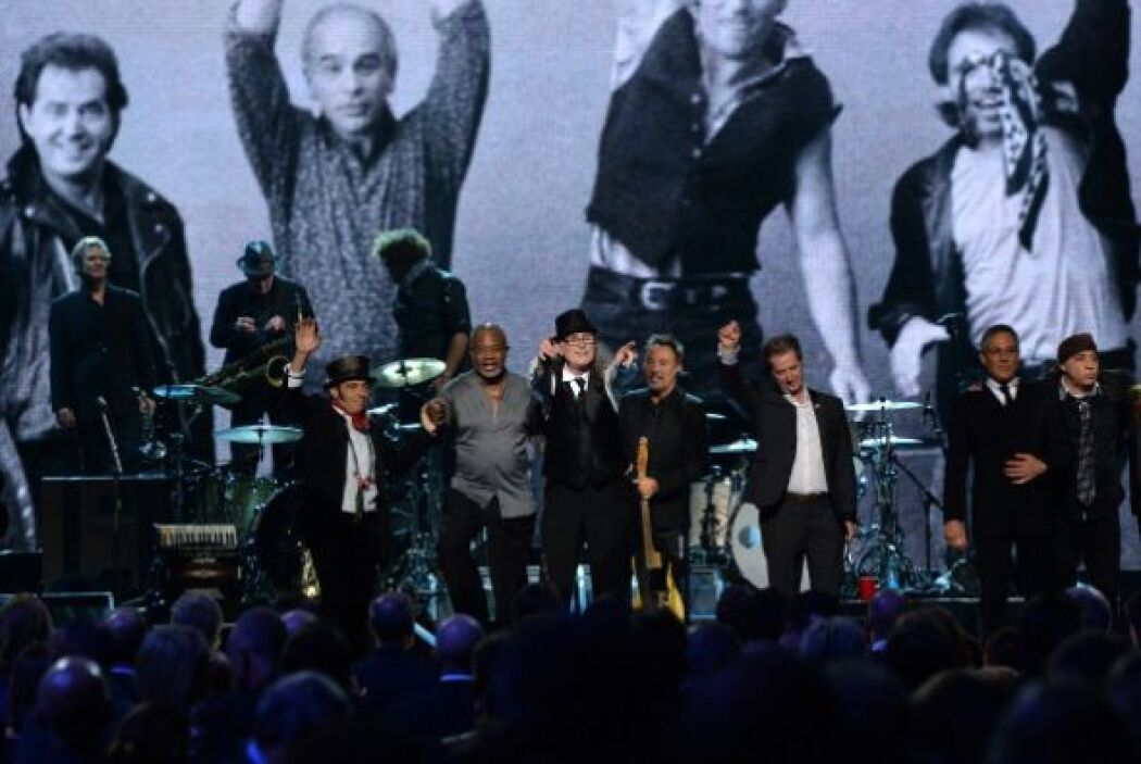 1. Bruce Springsteen & The E Street Band; 1,478,686 dólares; 97.32 dólares.