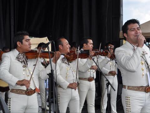 Los miles de invitados que festejaron el Cinco de Mayo con Univision Atl...