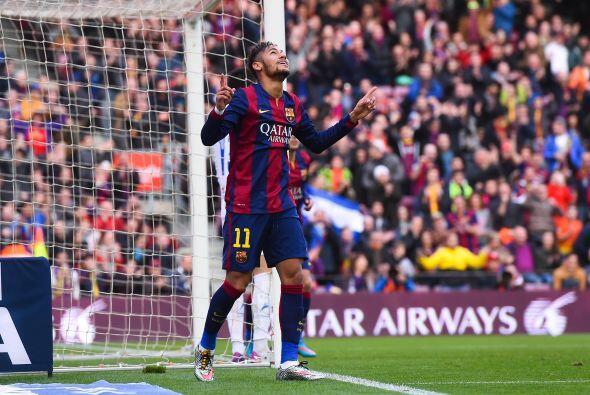 El brasileño Neymar abrió el marcador con un gran remate a...