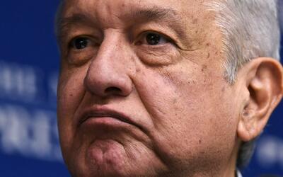 Lanzan huevo a Andrés Manuel López Obrador en Veracruz, México