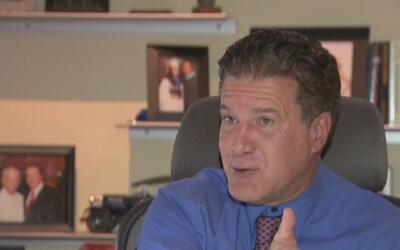 Presentan una demanda en contra del alcalde de Hialeah y su intento de r...