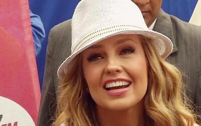 Thalía besó, abrazó y hasta lloró con sus fans en México