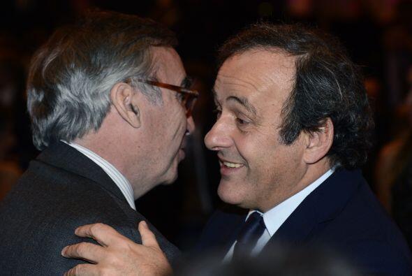El francés Michel Platini, presidente de la UEFA, también...