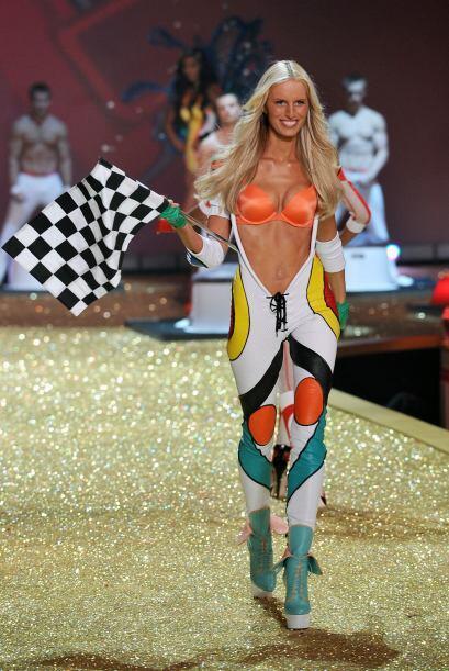 También formó parte del séquito de Victoria's Secret, con lo que logró p...
