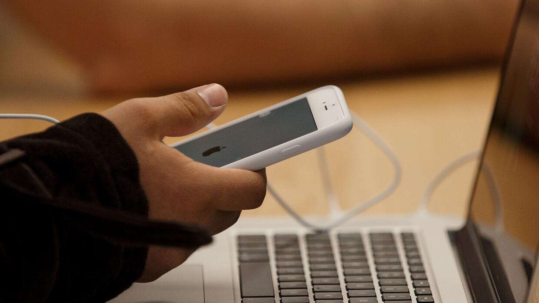 Facebook y Twitter apoyan a Apple en su disputa con el FBI iphone.jpg