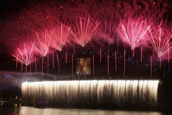 El cielo de la capital australiana se ilumino con fuegos artificiales mu...