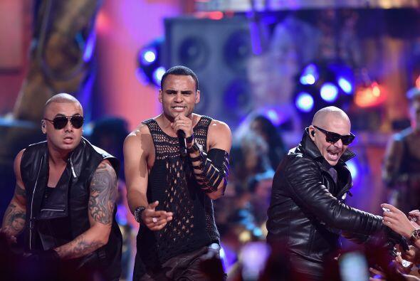 Pitbull, Wisin y Mohombi unieron sus talentos para cantar 'Baddest girl...